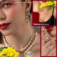 𝐑𝐄𝐁𝐄𝐂𝐂𝐀 𝐆𝐢𝐨𝐢𝐞𝐥𝐥𝐢, 𝐩𝐫𝐞𝐳𝐢𝐨𝐬𝐢 𝐩𝐞𝐫 𝐨𝐠𝐧𝐢 𝐃𝐨𝐧𝐧𝐚! . Ogni donna splende di luce propria, ma questi magnifici gioielli Rebecca, che uniscono il fascino del color Oro alle Pietre preziose, sono il connubio perfetto tra Arte e Bellezza. . Scopri l'intera Collezione sullo shop Lord Gioielli. 👉 Link in bio . . . #lordgioielli #lordgioiellimassafra #massafra #puglia #gioielleriaitaliana #fashionjewelry #rebecca #rebeccagioielli #rebeccacollection #goldjewels #rebeccagioielliofficial #forwoman #woman #womanstyle #followus #picoftheday #jewels #all_shots #website #amazing