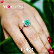 𝐌𝐈𝐑𝐂𝐎 𝐕𝐈𝐒𝐂𝐎𝐍𝐓𝐈 𝐩𝐞𝐫 𝐥𝐚 𝐭𝐮𝐚 𝐌𝐚𝐦𝐦𝐚 𝐒𝐩𝐞𝐜𝐢𝐚𝐥𝐞! . Un anello con 𝗦𝗺𝗲𝗿𝗮𝗹𝗱𝗼 e 𝗕𝗿𝗶𝗹𝗹𝗮𝗻𝘁𝗶 che racconta bellezza ed eleganza, ma anche Amore immenso per una Donna Speciale: 𝗹𝗮 𝗠𝗮𝗺𝗺𝗮! . Scopri l'intera Collezione sullo shop Lord Gioielli. 👉 Link in bio . . . #lordgioielli #massafra #mircovisconti #mircovisconticollection #mircoviscontigioielli #gioielleriaitaliana #emerald #emeraldring #mircovisconticielovenezia #instajewels #picoftheday #follow #mom #mothersday #mum #mother #love
