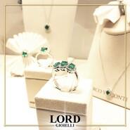💎 𝐍𝐨𝐧 𝐜'𝐞̀ 𝐚𝐥 𝐦𝐨𝐧𝐝𝐨 𝐕𝐞𝐫𝐝𝐞 𝐩𝐢𝐮̀ 𝐢𝐧𝐭𝐞𝐧𝐬𝐨. 𝐄𝐥𝐞𝐠𝐚𝐧𝐭𝐞, 𝐑𝐚𝐫𝐨 𝐞 𝐑𝐨𝐦𝐚𝐧𝐭𝐢𝐜𝐨, 𝐮𝐧 𝐆𝐢𝐨𝐢𝐞𝐥𝐥𝐨 𝐌𝐢𝐫𝐜𝐨 𝐕𝐢𝐬𝐜𝐨𝐧𝐭𝐢 𝐞̀ 𝐏𝐞𝐫 𝐒𝐞𝐦𝐩𝐫𝐞! 💚 . Scopri l'intera Collezione sullo shop Lord Gioielli. 👉 Link in bio . . . #lordgioielli #massafra #mircovisconti #mircovisconticollection #mircoviscontigioielli #gioielleriaitaliana #emerald #emeraldring #mircovisconticielovenezia #instajewels #picoftheday #follow