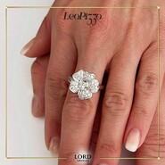 𝐒𝐭𝐮𝐩𝐢𝐬𝐜𝐢𝐥𝐚 𝐜𝐨𝐧 𝐋𝐞𝐨 𝐏𝐢𝐳𝐳𝐨! . Arte orafa che attraversa il Cuore. Ecco una delle meravigliose creazioni di Leo Pizzo: un anello realizzato in 𝗢𝗿𝗼 𝟭𝟴𝗸𝘁 con 𝗗𝗶𝗮𝗺𝗮𝗻𝘁𝗶 taglio Brillante. Gioielli preziosi che ti rendono Unica! . Scopri l'intera Collezione sullo shop Lord Gioielli. 👉 Link in bio . . . #lordgioielli #massafra #gioielleriaitaliana #leopizzo #leopizzocollection #leopizzogioielli #leopizzorings #leopizzomadeinitaly #rings #love #flowers #diamonds #diamondsring  #picoftheday #follow