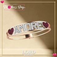 𝐍𝐀𝐑𝐃𝐄𝐋𝐋𝐈 𝐞𝐬𝐩𝐫𝐢𝐦𝐞 𝐥'𝐚𝐦𝐨𝐫𝐞 𝐩𝐞𝐫 𝐥𝐚 𝐌𝐚𝐦𝐦𝐚! . Ringrazia la tua 𝗠𝗮𝗺𝗺𝗮 per il suo amore Eterno, con un simbolo che richiama il vostro legame. Bracciale in 𝗢𝗿𝗼 𝗥𝗼𝘀𝗮 𝟭𝟴𝗸𝘁, con scritta con Diamanti e Cuori di 𝗥𝘂𝗯𝗶𝗻𝗶. . Scopri l'intera Collezione sullo shop Lord Gioielli. 👉 Link in bio . . . #lordgioielli #massafra #gioielleria #gioielleriaitaliana #italianjewelry #nardelli #nardelligioielli #oro18kt #rosegold #diamond #ruby #nardellijewels #goldjewels #love #heart #mothersday #mom #mum #iloveyoumom #instajewels #picoftheday #follow